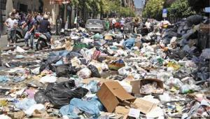 Εικόνα από τον δρόμο της Νάπολι, που έχει κατακλυσθεί από σκουπίδια